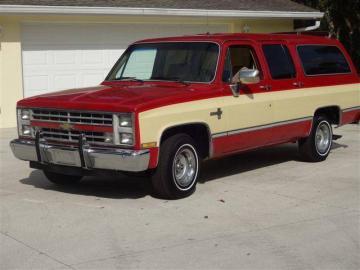 1986 Chevrolet Suburban Bi-ton V8 1986 Prix tout compris